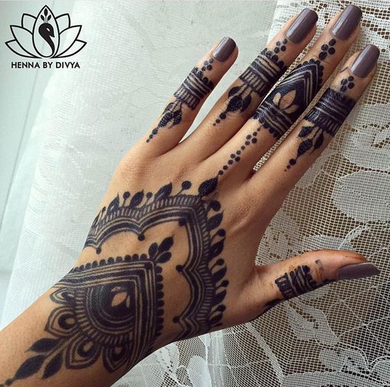 black mehandi design